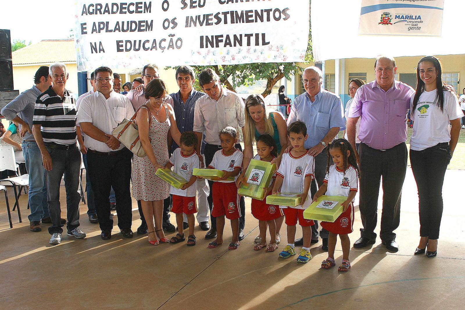 Prefeitura Entrega Kits De Material Escolar E Tatamis No Jardim