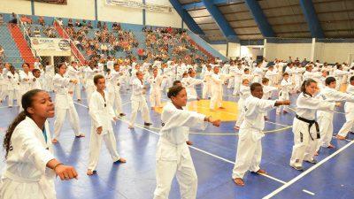 Alunos do Pequeno Cidadão são graduados no Taekwondo