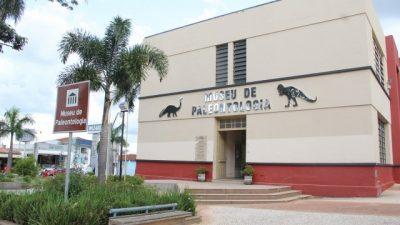 """Agenda Cultural: Espetáculo """"A Bela Adormecida"""" é destaque neste final de semana no Municipal"""
