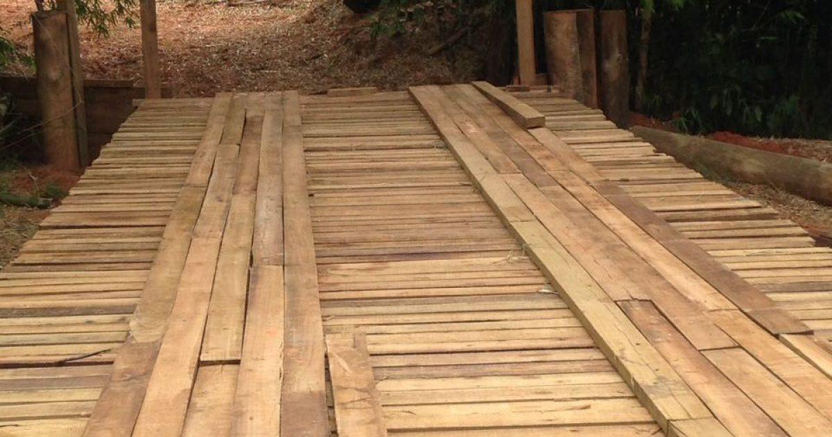 Infraestrutura: Prefeitura recupera a ponte Primavera, no distrito de Avencas