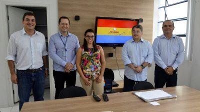 """Reunião define detalhes para implantação do programa """"Jovens Empreendedores"""" no ensino municipal"""