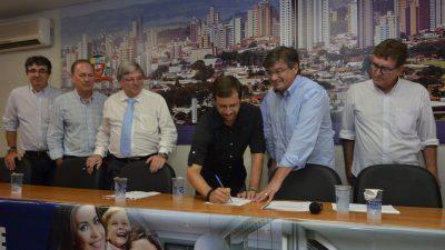 Residencial dos Lírios: Prefeitura, Caixa e Menin assinam 55 primeiros contratos