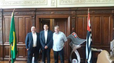 MATERIAL ESPORTIVO: Secretário de Esportes traz kit esportivo para Marília