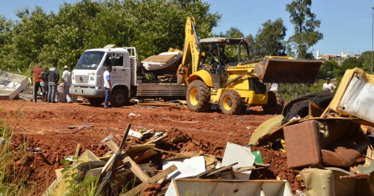 Mutirão de limpeza já totaliza 416 toneladas  e vai para o centro comercial neste sábado
