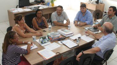 Secretaria de Educação garante renovação de convênio com entidades.