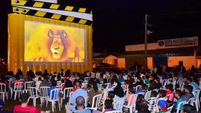 Projeto Cine Cidade traz cinema a céu aberto para Marília