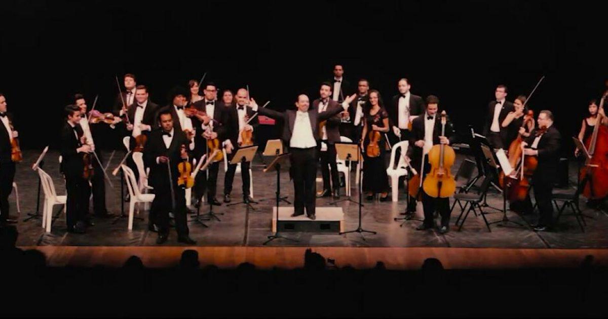 Orquestra Sinfônica de Marília se apresenta no Teatro Municipal.