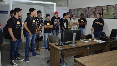 Alunos da Micropro visitam Data Center da Prefeitura