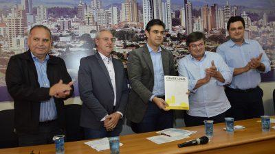 Prefeitura e Secretaria de Estado da Habitação entregam 548 certificados de Regularização Fundiária