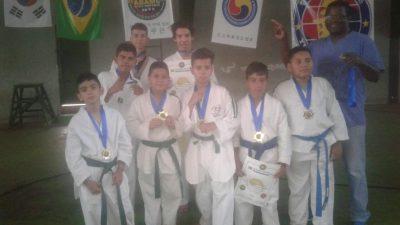 """Taekwondo do Projeto """"Esporte é Cultura"""" tem destaque em campeonato"""