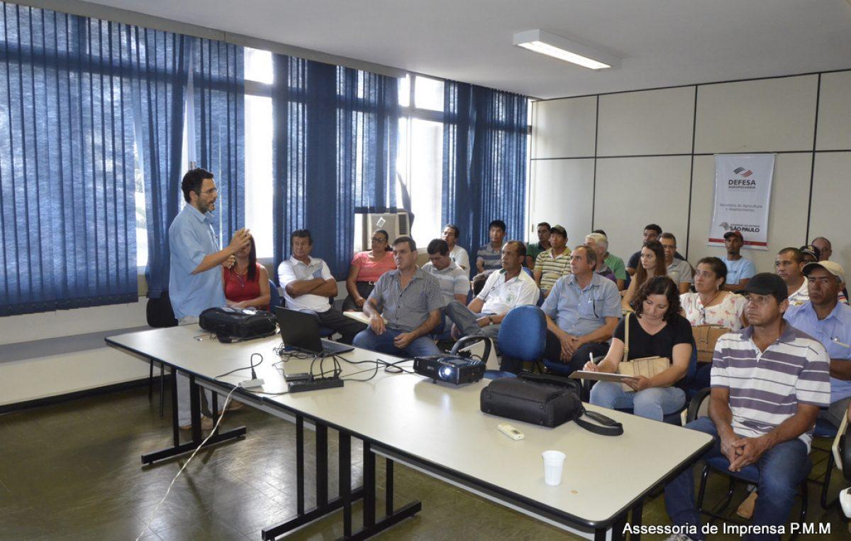 """Agricultura discute criação de """"varejão"""" no Barracão do Agricultor"""