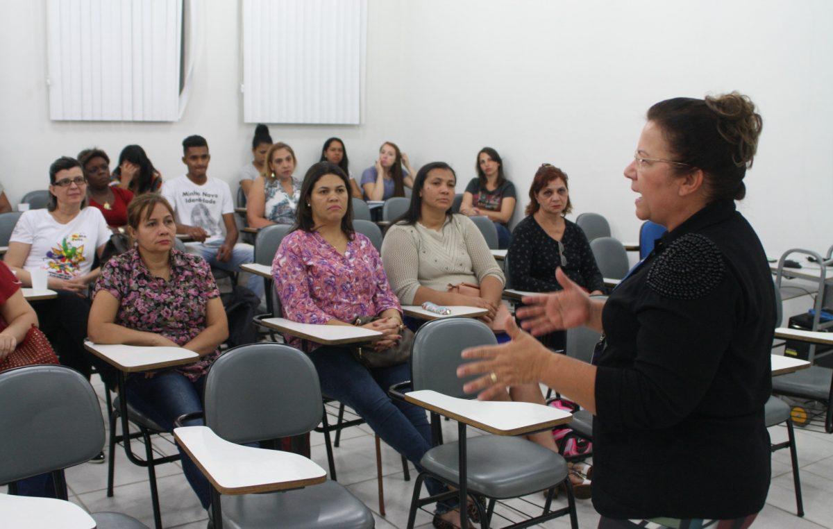 Projeto 'Mãos que falam' ensina Libras para profissionais de Educação