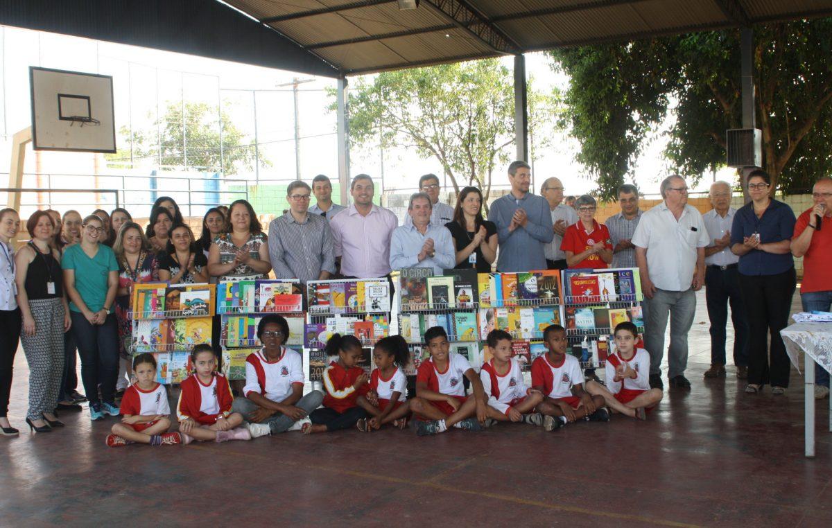 Escola Nelson Gabaldi recebe doação de livros do Rotary Marilia Tradição