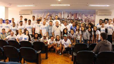Prefeitura recepciona atletas dos Jogos Abertos e anuncia que em 2018 a festa será em casa.