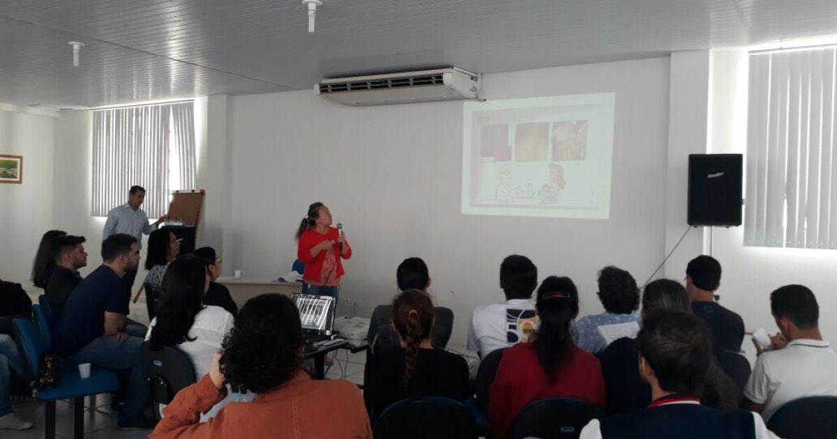 Saúde recebe intérpretes e prepara palestra em Libras para prevenção à ISTs/Aids