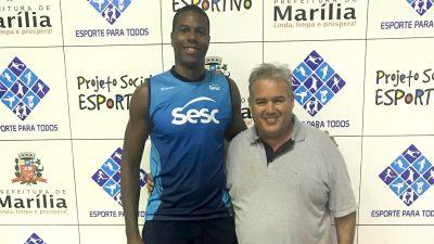 Jogador de vôlei Juninho, do Sesc/RJ, vai conhecer Projeto Social da SELJ e conversar com alunos