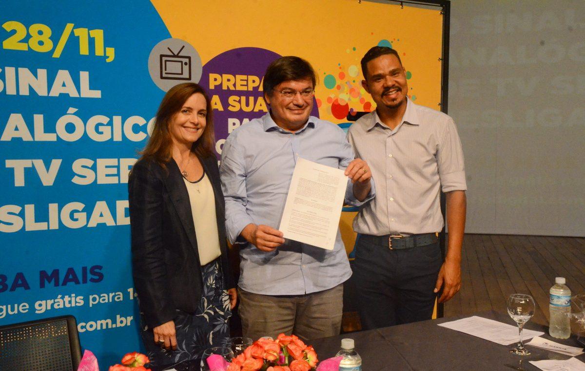 Prefeitura assina acordo de cooperação para o desligamento do sinal analógico de TV em Marília. Kits serão distribuídos gratuitamente