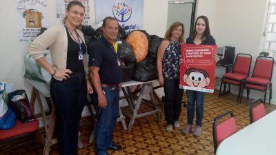 Entrevias entrega 195 peças de roupas e mais 50 cobertores ao Fundo Social