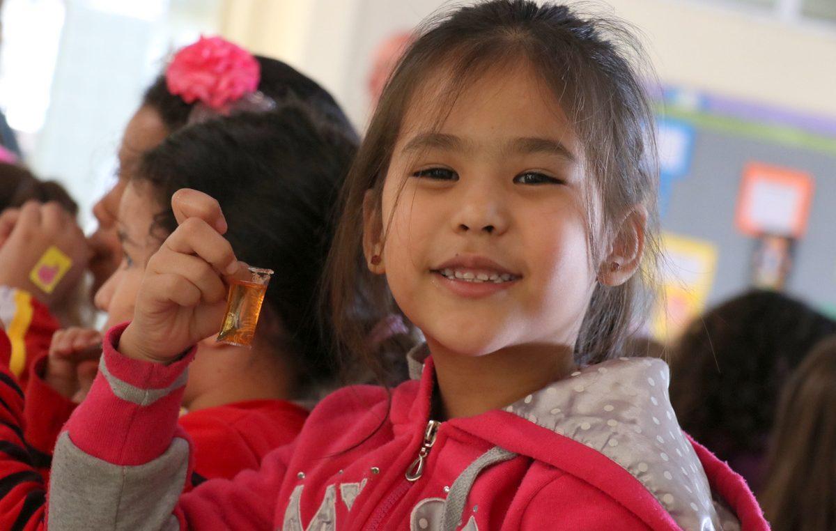 Inédito: Prefeitura introduz mel e reforça merenda escolar na rede de ensino