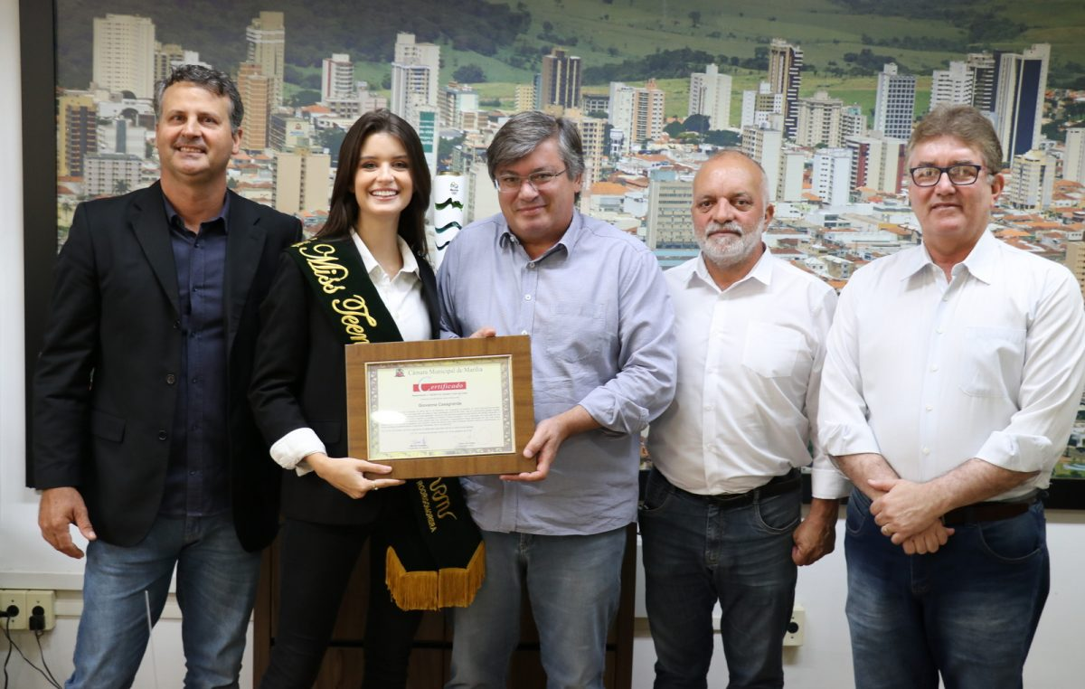 Prefeito de Marília recebe Giovanna Casagrande,  vencedora do Miss Teen Earth no Equador